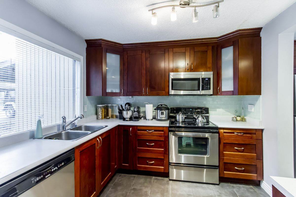 "Photo 16: Photos: 3003 CARINA Place in Burnaby: Simon Fraser Hills Townhouse for sale in ""Simon Fraser Hills"" (Burnaby North)  : MLS®# R2239054"
