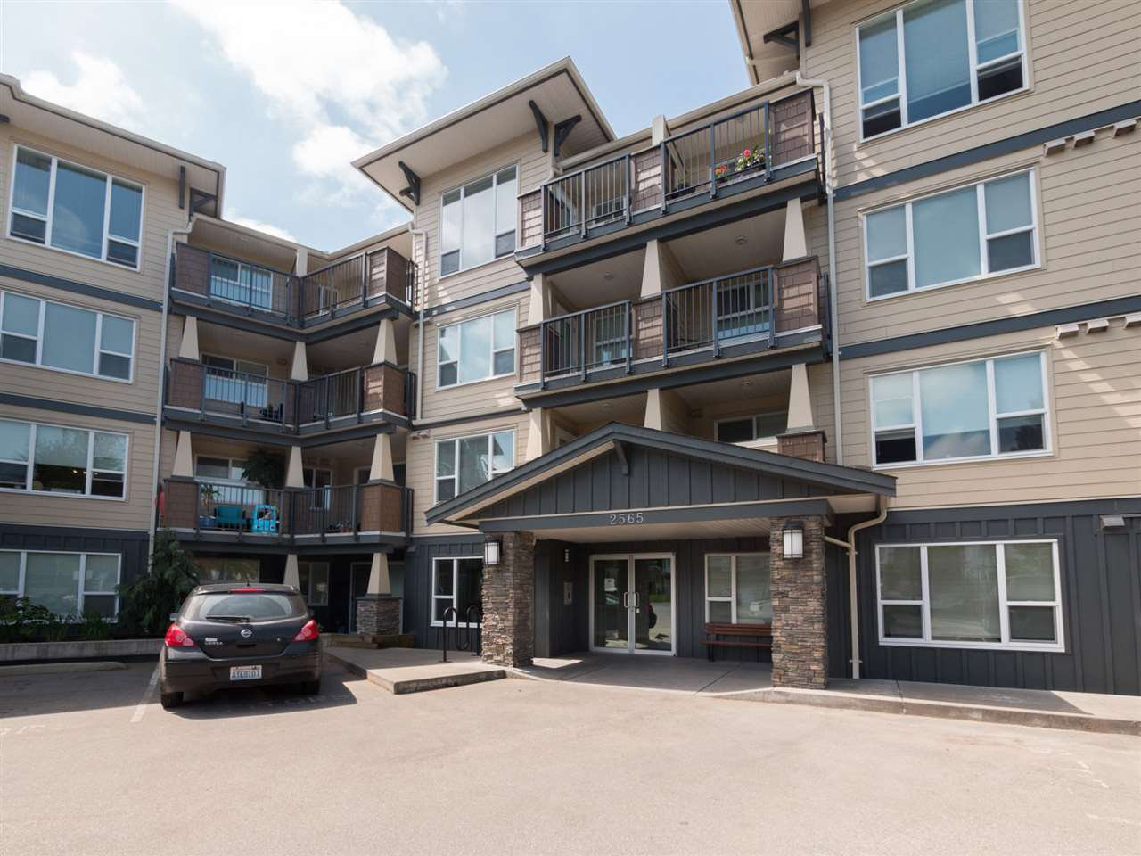 """Main Photo: 421 2565 CAMPBELL Avenue in Abbotsford: Central Abbotsford Condo for sale in """"Abacus"""" : MLS®# R2266079"""