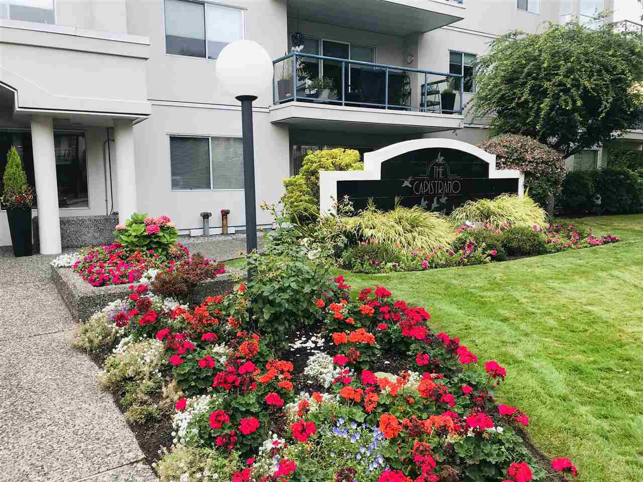 "Main Photo: 308 1441 BLACKWOOD Street: White Rock Condo for sale in ""The Capistrano"" (South Surrey White Rock)  : MLS®# R2502192"