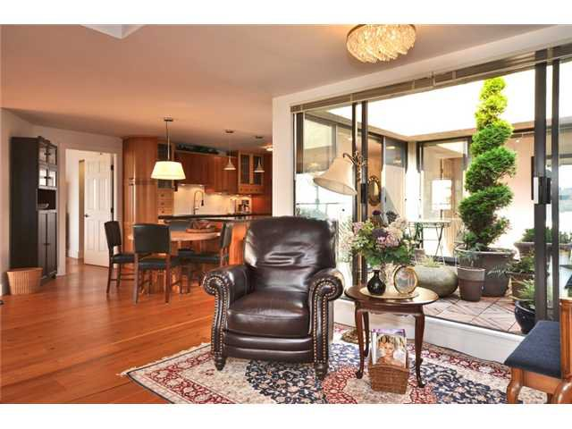 "Photo 7: Photos: 302 5477 WHARF Road in Sechelt: Sechelt District Condo for sale in ""ROYAL TERRACES"" (Sunshine Coast)  : MLS®# V881770"