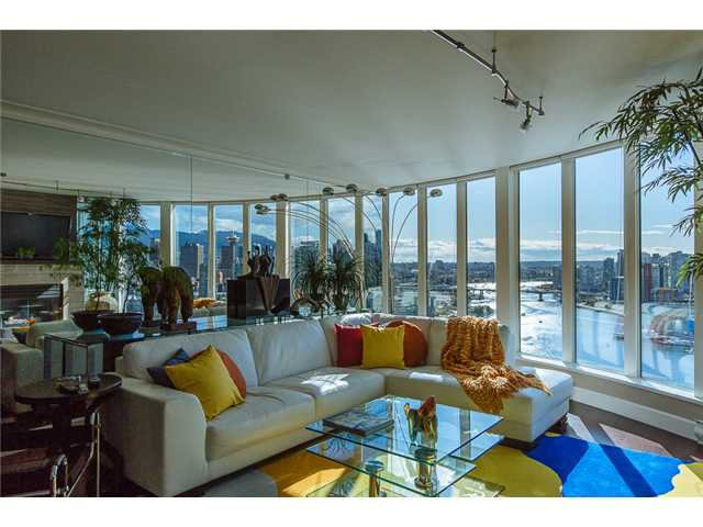 """Main Photo: 2405 1128 QUEBEC Street in Vancouver: Mount Pleasant VE Condo for sale in """"THE NATIONAL AT CITYGATE BY BOSA"""" (Vancouver East)  : MLS®# V1058197"""