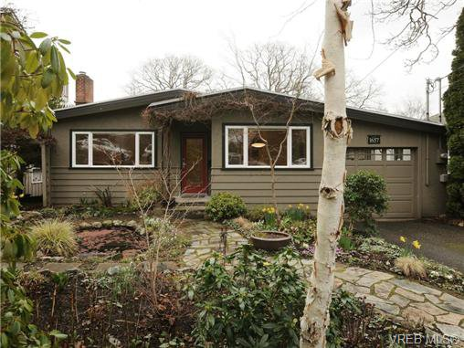 Main Photo: 1657 Yale Street in VICTORIA: OB North Oak Bay Single Family Detached for sale (Oak Bay)  : MLS®# 346284
