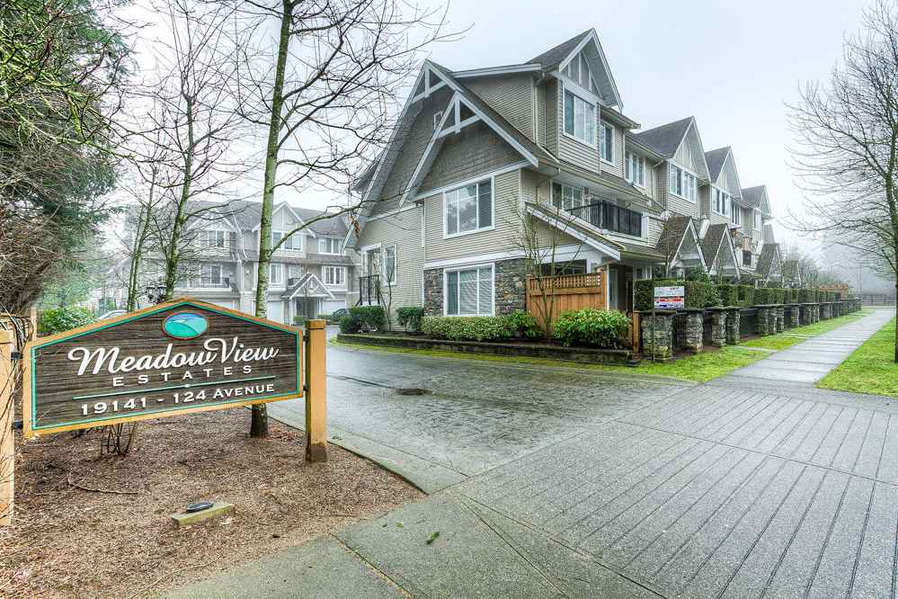 "Main Photo: 10 19141 124 Avenue in Pitt Meadows: Mid Meadows Townhouse for sale in ""MEADOWVIEW ESTATES"" : MLS®# R2023282"