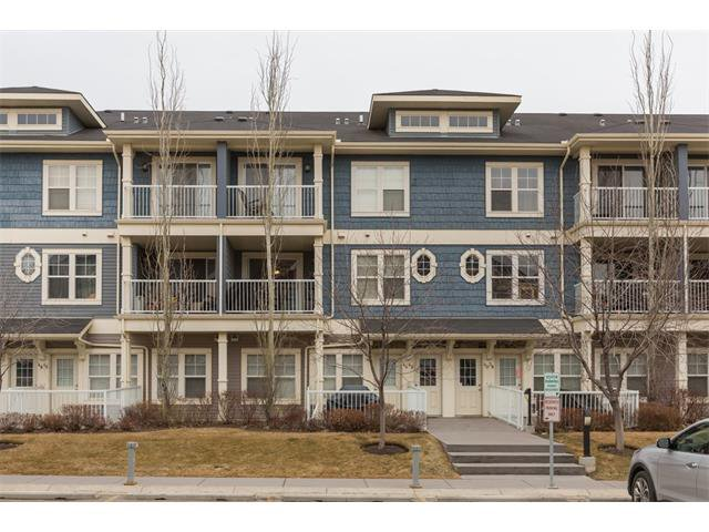 Main Photo: 42 AUBURN BAY Common SE in Calgary: Auburn Bay House for sale : MLS®# C4049957
