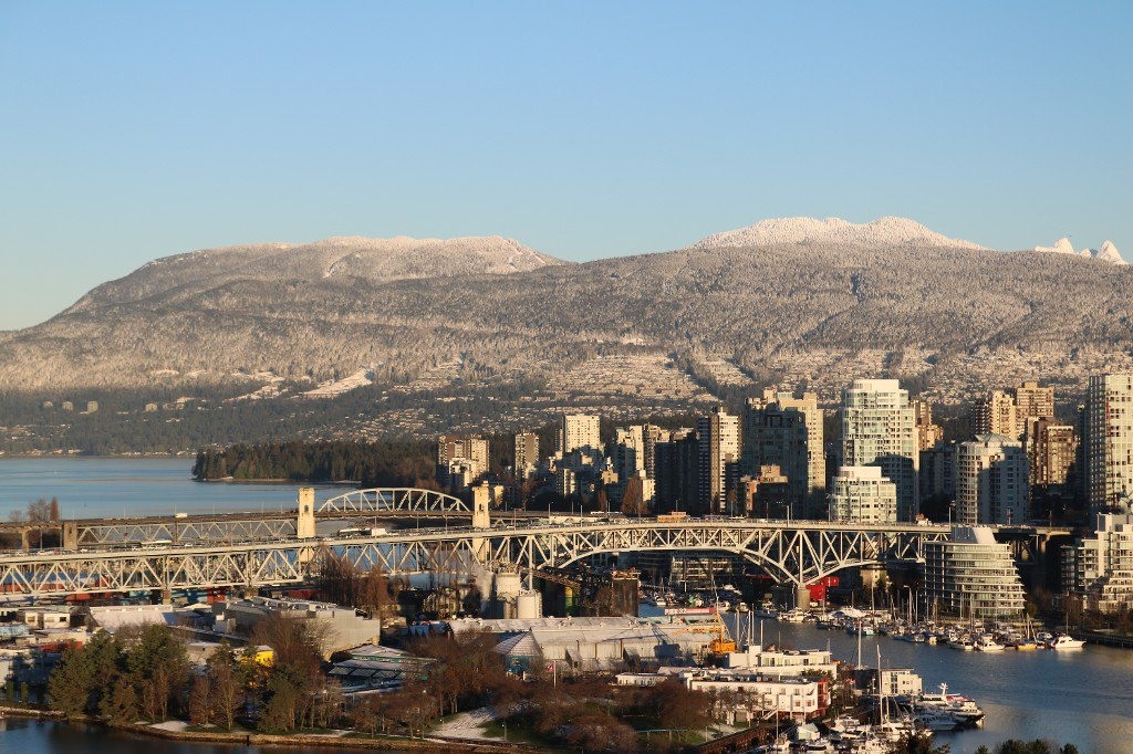 """Main Photo: 1507 1068 W BROADWAY in Vancouver: Fairview VW Condo for sale in """"The Zone"""" (Vancouver West)  : MLS®# R2137350"""