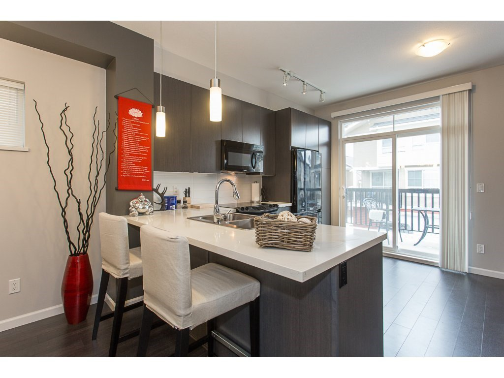 """Photo 3: Photos: 75 19505 68A Avenue in Surrey: Clayton Townhouse for sale in """"Clayton Rise"""" (Cloverdale)  : MLS®# R2142590"""