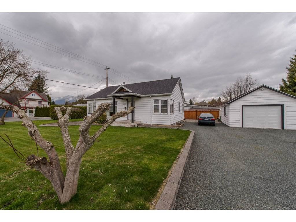 Main Photo: 46005 RIVERSIDE Drive in Chilliwack: Chilliwack N Yale-Well House for sale : MLS®# R2252844