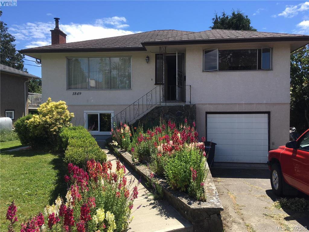 Main Photo: 1849 Carnarvon Street in VICTORIA: SE Camosun Single Family Detached for sale (Saanich East)  : MLS®# 392586