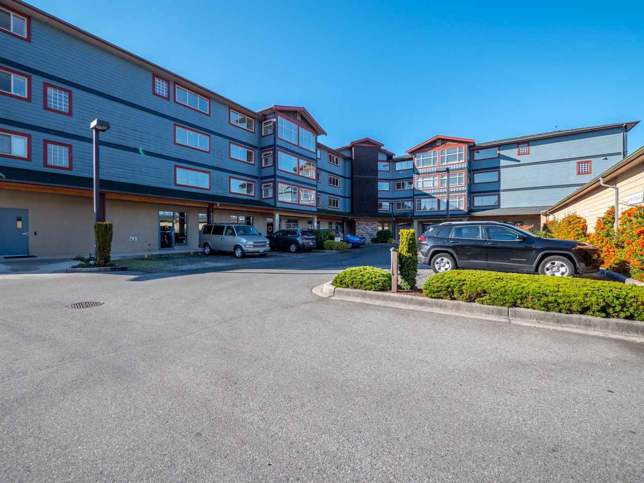 "Main Photo: 308 5631 INLET Avenue in Sechelt: Sechelt District Condo for sale in ""The Belmar"" (Sunshine Coast)  : MLS®# R2316938"