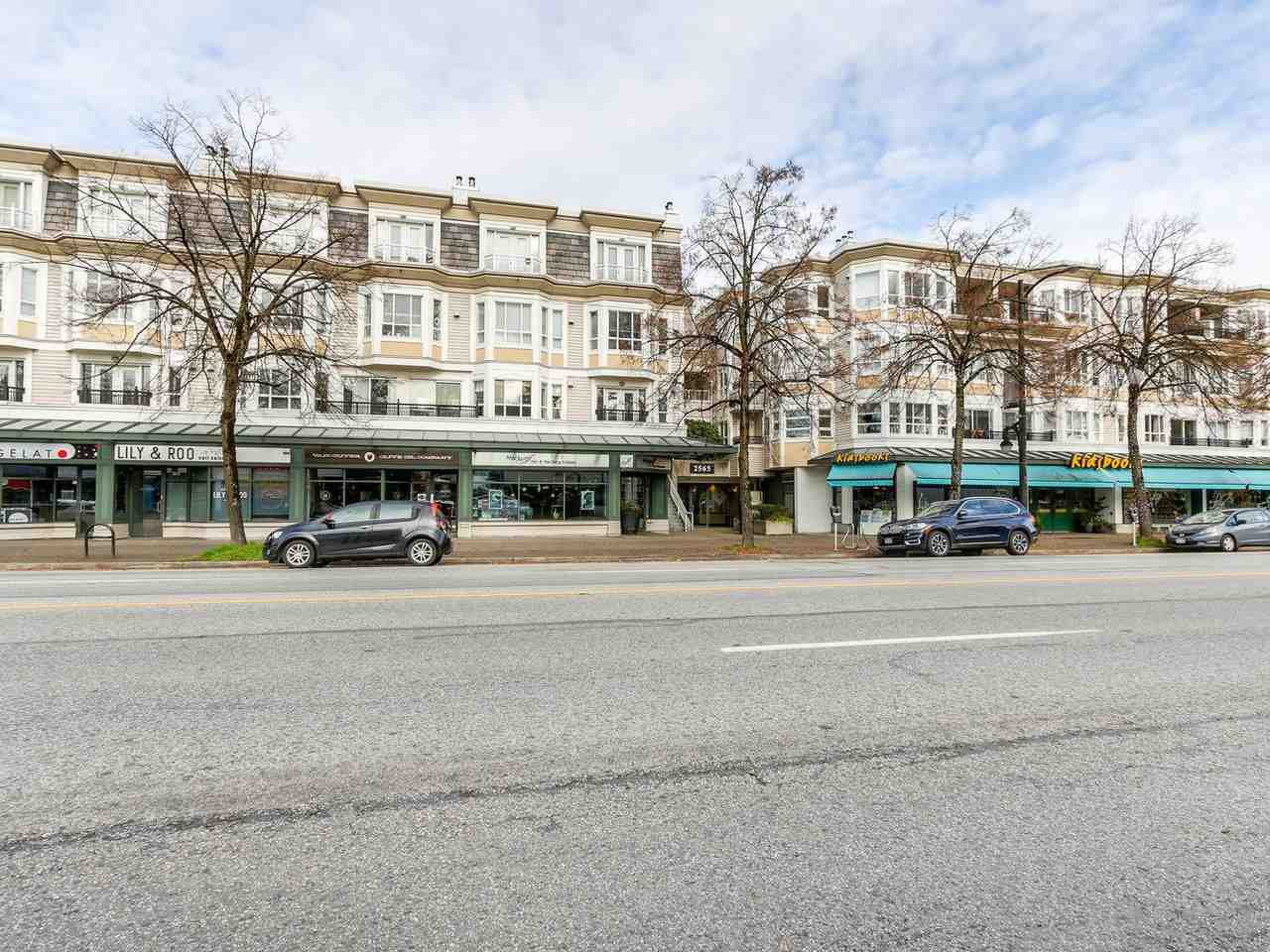 "Main Photo: 252 2565 W BROADWAY in Vancouver: Kitsilano Condo for sale in ""TRAFALGAR MEWS"" (Vancouver West)  : MLS®# R2321224"
