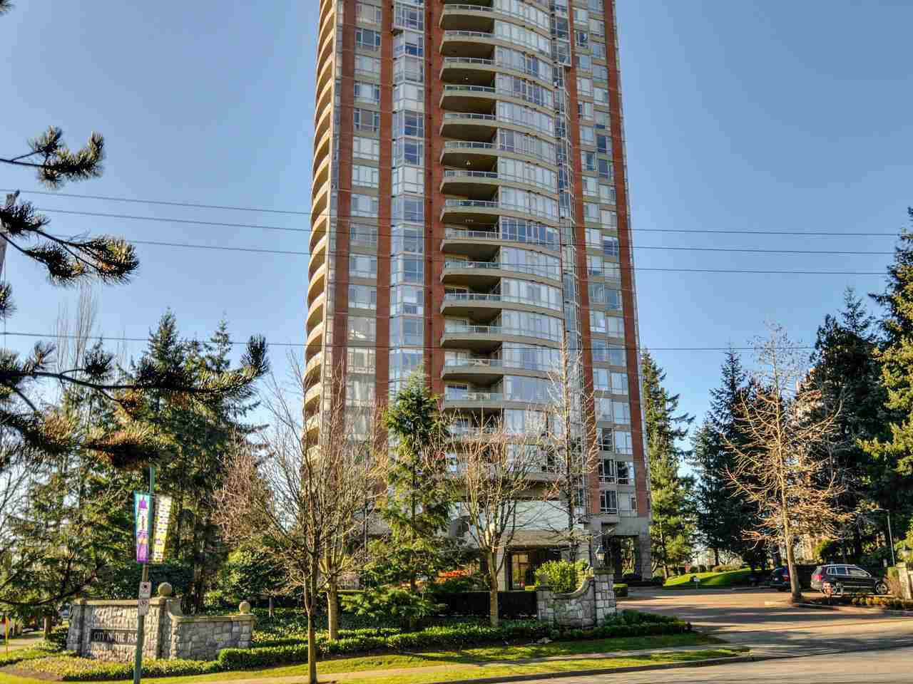 "Main Photo: 903 6888 STATION HILL Drive in Burnaby: South Slope Condo for sale in ""SAVOY CARLTON"" (Burnaby South)  : MLS®# R2336364"