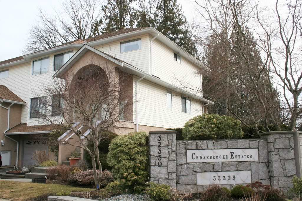 """Main Photo: 1 32339 7TH Avenue in Mission: Mission BC Townhouse for sale in """"Cedarbrooke"""" : MLS®# R2349118"""