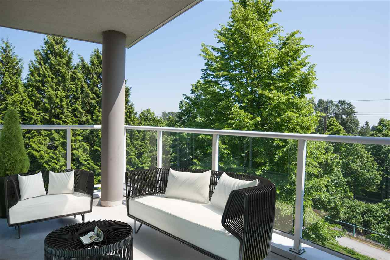 "Photo 6: Photos: 305 8450 JELLICOE Street in Vancouver: South Marine Condo for sale in ""BOARDWALK"" (Vancouver East)  : MLS®# R2376559"