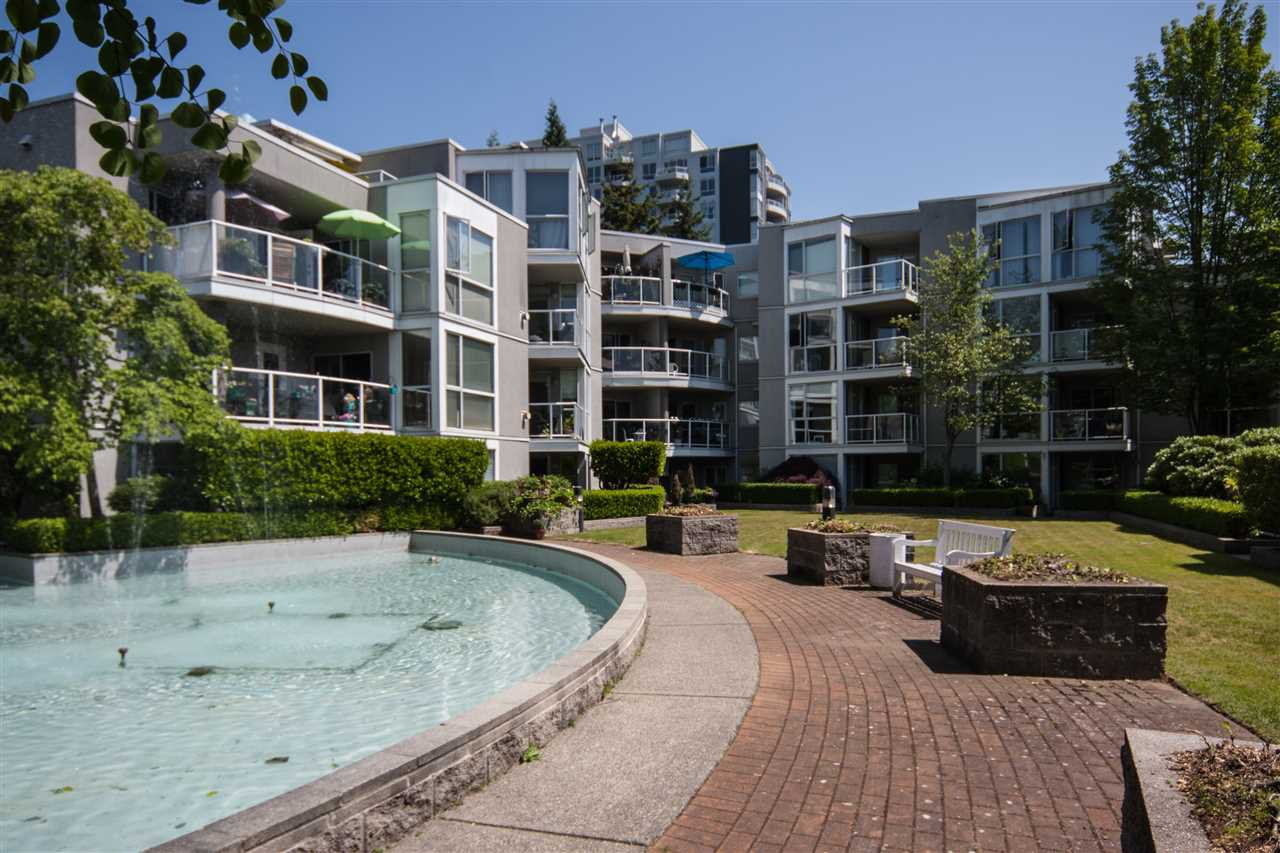 "Photo 9: Photos: 305 8450 JELLICOE Street in Vancouver: South Marine Condo for sale in ""BOARDWALK"" (Vancouver East)  : MLS®# R2376559"
