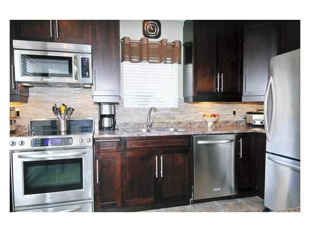 "Main Photo: 316 1215 LANSDOWNE Drive in Coquitlam: Upper Eagle Ridge Townhouse for sale in ""SUNRIDGE ESTATES"" : MLS®# V871918"