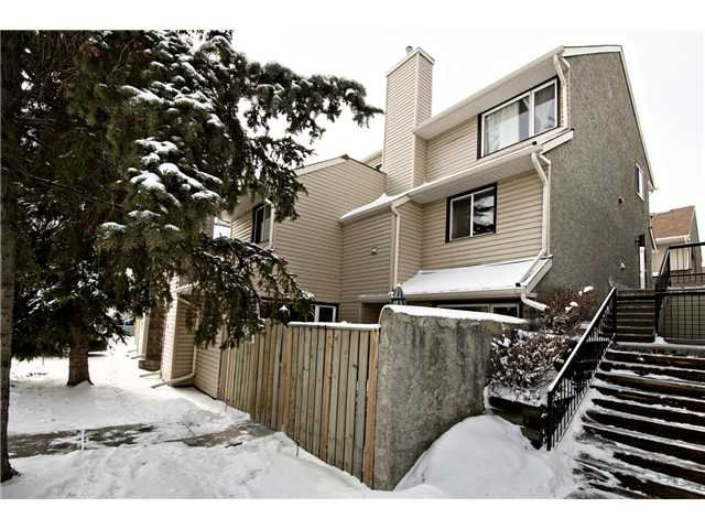 Main Photo: 175 77 GLAMIS Green SW in CALGARY: Glamorgan Townhouse for sale (Calgary)  : MLS®# C3605788