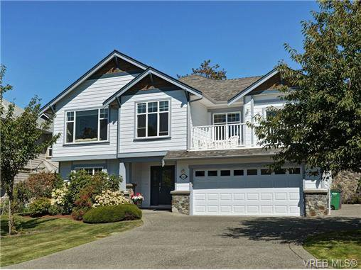 Main Photo: 845 Rogers Way in VICTORIA: SE High Quadra Single Family Detached for sale (Saanich East)  : MLS®# 709072