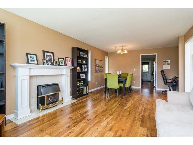 Photo 3: Photos: 4841 208A Street in Langley: Langley City House for sale : MLS®# F1448585
