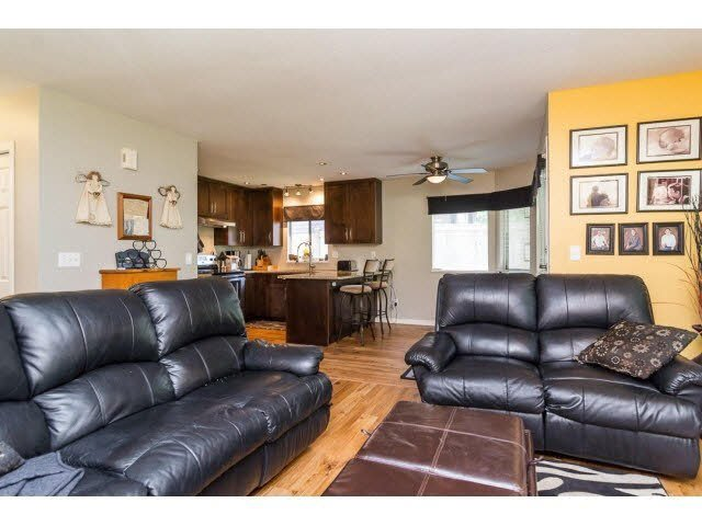 Photo 8: Photos: 4841 208A Street in Langley: Langley City House for sale : MLS®# F1448585