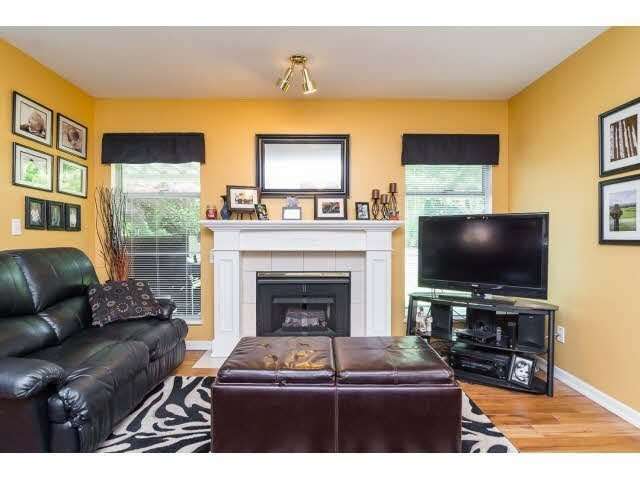 Photo 7: Photos: 4841 208A Street in Langley: Langley City House for sale : MLS®# F1448585