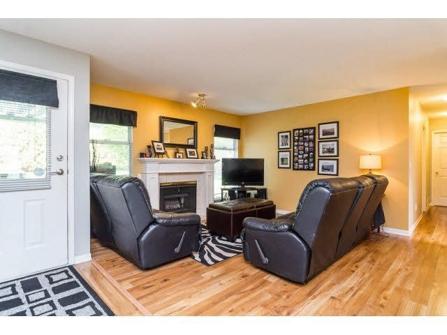 Photo 6: Photos: 4841 208A Street in Langley: Langley City House for sale : MLS®# F1448585