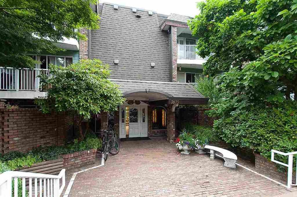 "Main Photo: 201 3875 W 4TH Avenue in Vancouver: Point Grey Condo for sale in ""LANDMARK JERICHO"" (Vancouver West)  : MLS®# R2150211"