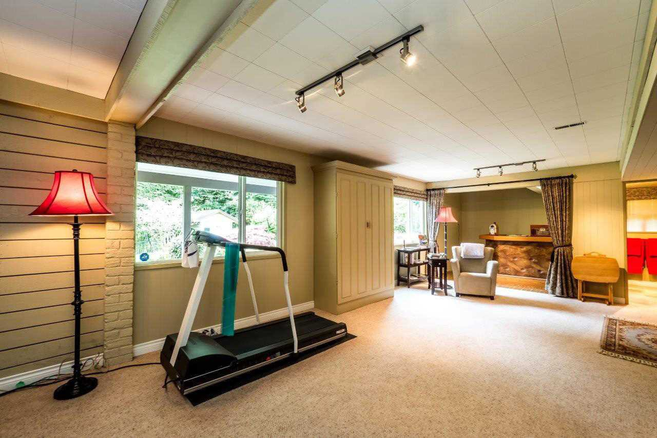 """Photo 13: Photos: 919 STRATHAVEN Drive in North Vancouver: Windsor Park NV House for sale in """"WINDSOR PARK"""" : MLS®# R2168903"""