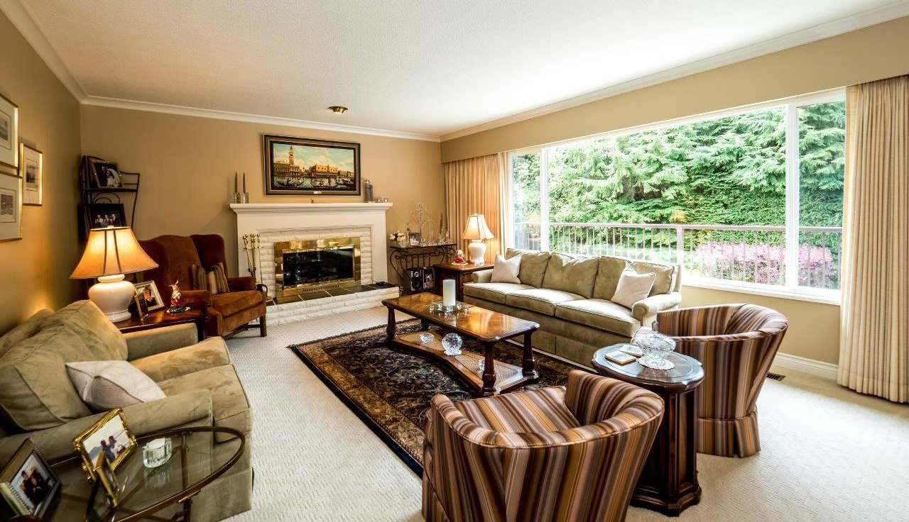 """Photo 2: Photos: 919 STRATHAVEN Drive in North Vancouver: Windsor Park NV House for sale in """"WINDSOR PARK"""" : MLS®# R2168903"""