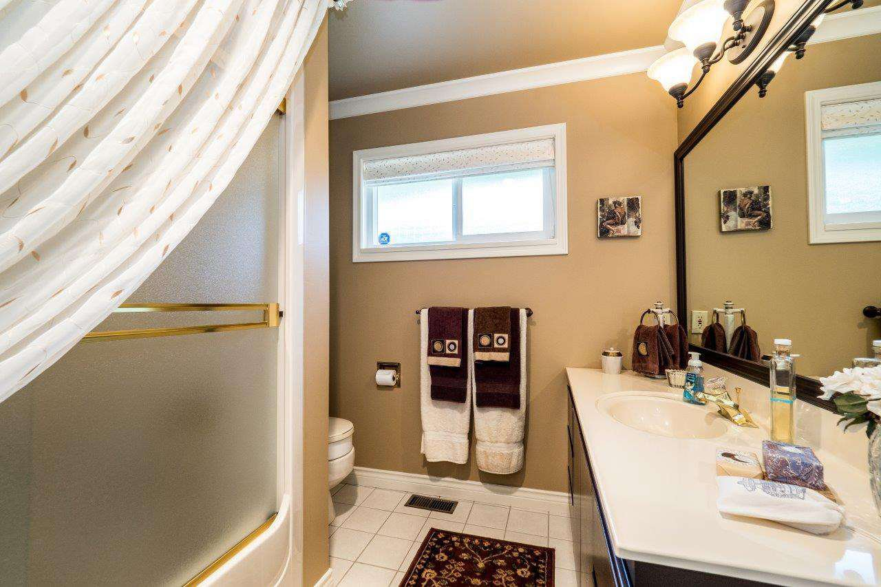 """Photo 9: Photos: 919 STRATHAVEN Drive in North Vancouver: Windsor Park NV House for sale in """"WINDSOR PARK"""" : MLS®# R2168903"""