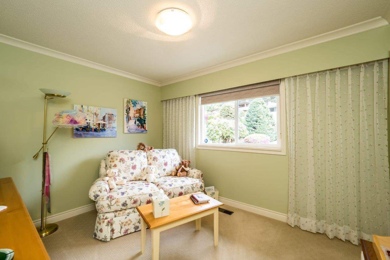 """Photo 10: Photos: 919 STRATHAVEN Drive in North Vancouver: Windsor Park NV House for sale in """"WINDSOR PARK"""" : MLS®# R2168903"""
