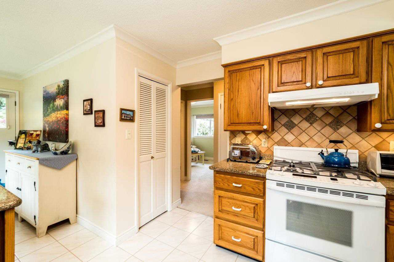 """Photo 7: Photos: 919 STRATHAVEN Drive in North Vancouver: Windsor Park NV House for sale in """"WINDSOR PARK"""" : MLS®# R2168903"""