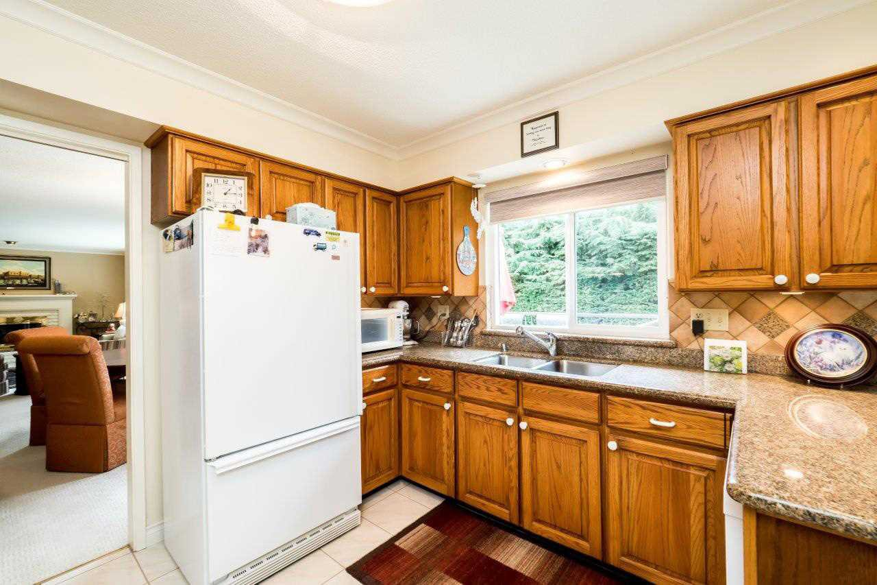 """Photo 6: Photos: 919 STRATHAVEN Drive in North Vancouver: Windsor Park NV House for sale in """"WINDSOR PARK"""" : MLS®# R2168903"""