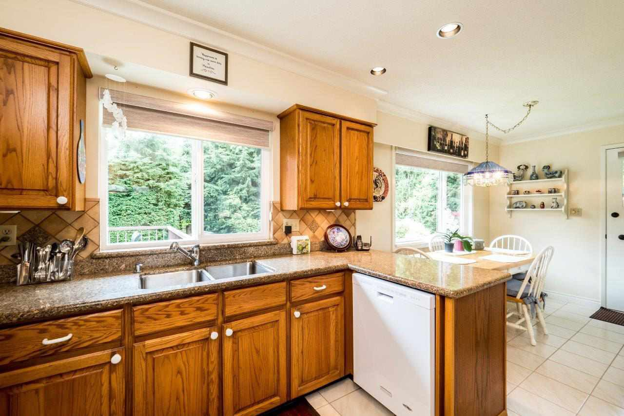 """Photo 5: Photos: 919 STRATHAVEN Drive in North Vancouver: Windsor Park NV House for sale in """"WINDSOR PARK"""" : MLS®# R2168903"""