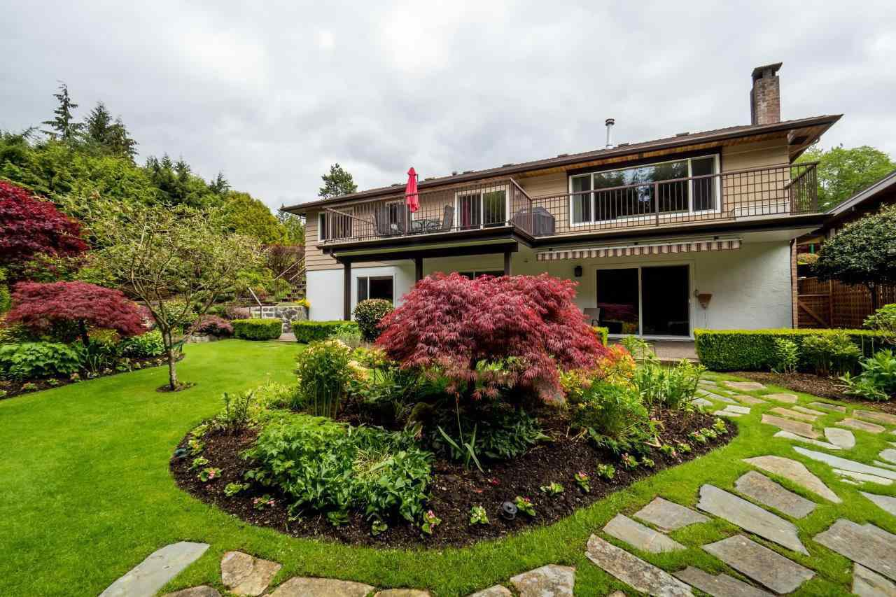 """Photo 15: Photos: 919 STRATHAVEN Drive in North Vancouver: Windsor Park NV House for sale in """"WINDSOR PARK"""" : MLS®# R2168903"""