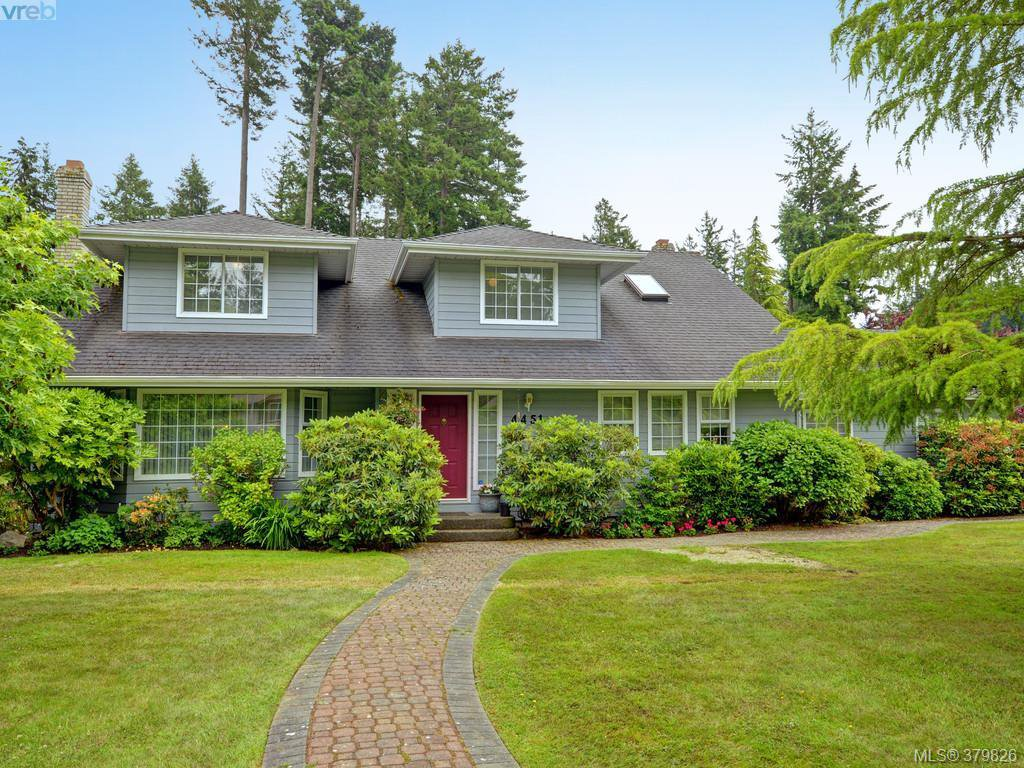 Main Photo: 4451 Autumnwood Lane in VICTORIA: SE Broadmead Single Family Detached for sale (Saanich East)  : MLS®# 379826