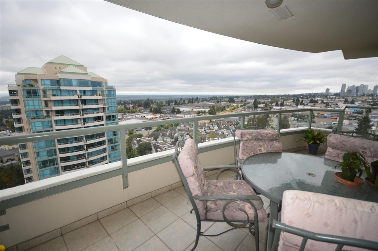 """Photo 19: Photos: 1704 6611 SOUTHOAKS Crescent in Burnaby: Highgate Condo for sale in """"GEMINI 1"""" (Burnaby South)  : MLS®# R2201383"""