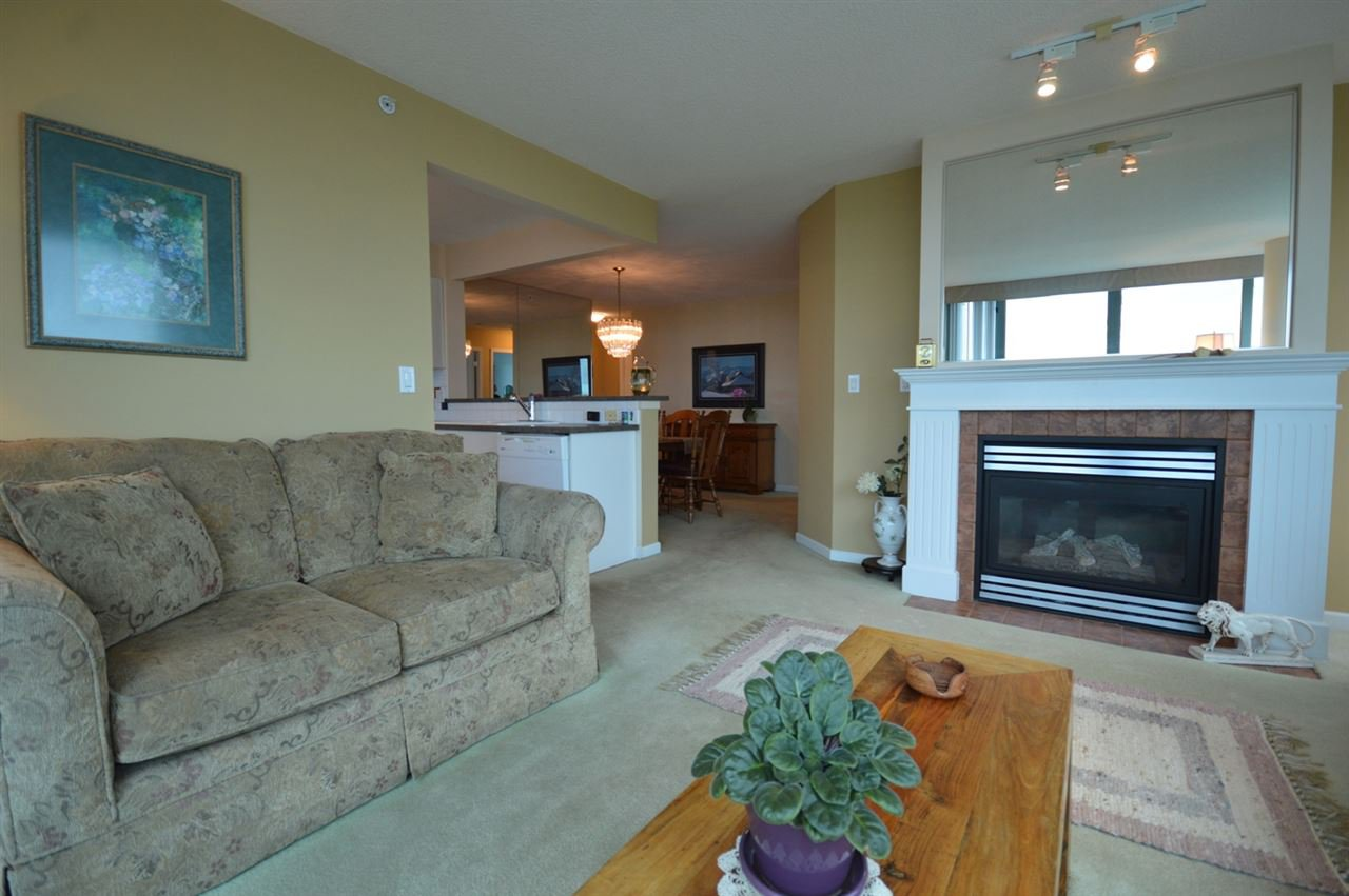 """Photo 12: Photos: 1704 6611 SOUTHOAKS Crescent in Burnaby: Highgate Condo for sale in """"GEMINI 1"""" (Burnaby South)  : MLS®# R2201383"""
