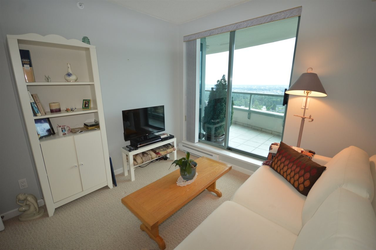 """Photo 17: Photos: 1704 6611 SOUTHOAKS Crescent in Burnaby: Highgate Condo for sale in """"GEMINI 1"""" (Burnaby South)  : MLS®# R2201383"""