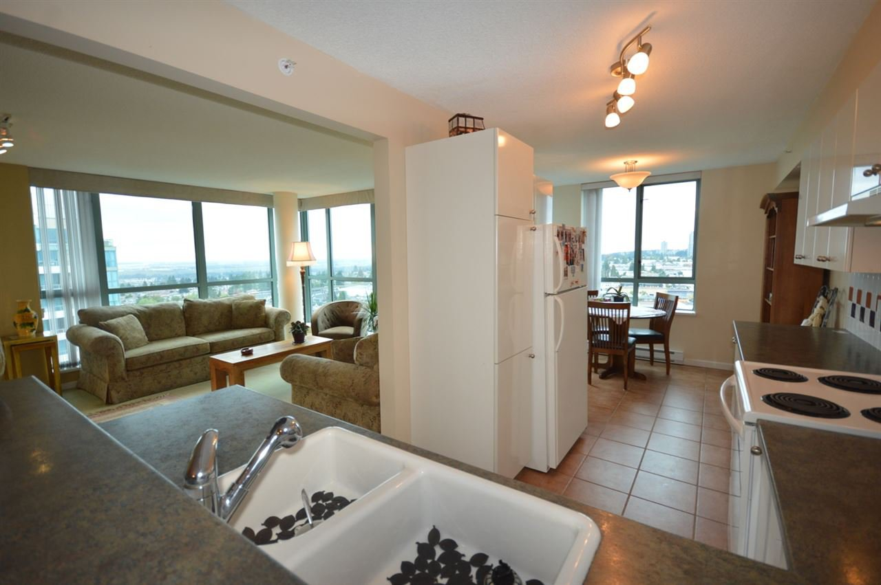 """Photo 3: Photos: 1704 6611 SOUTHOAKS Crescent in Burnaby: Highgate Condo for sale in """"GEMINI 1"""" (Burnaby South)  : MLS®# R2201383"""