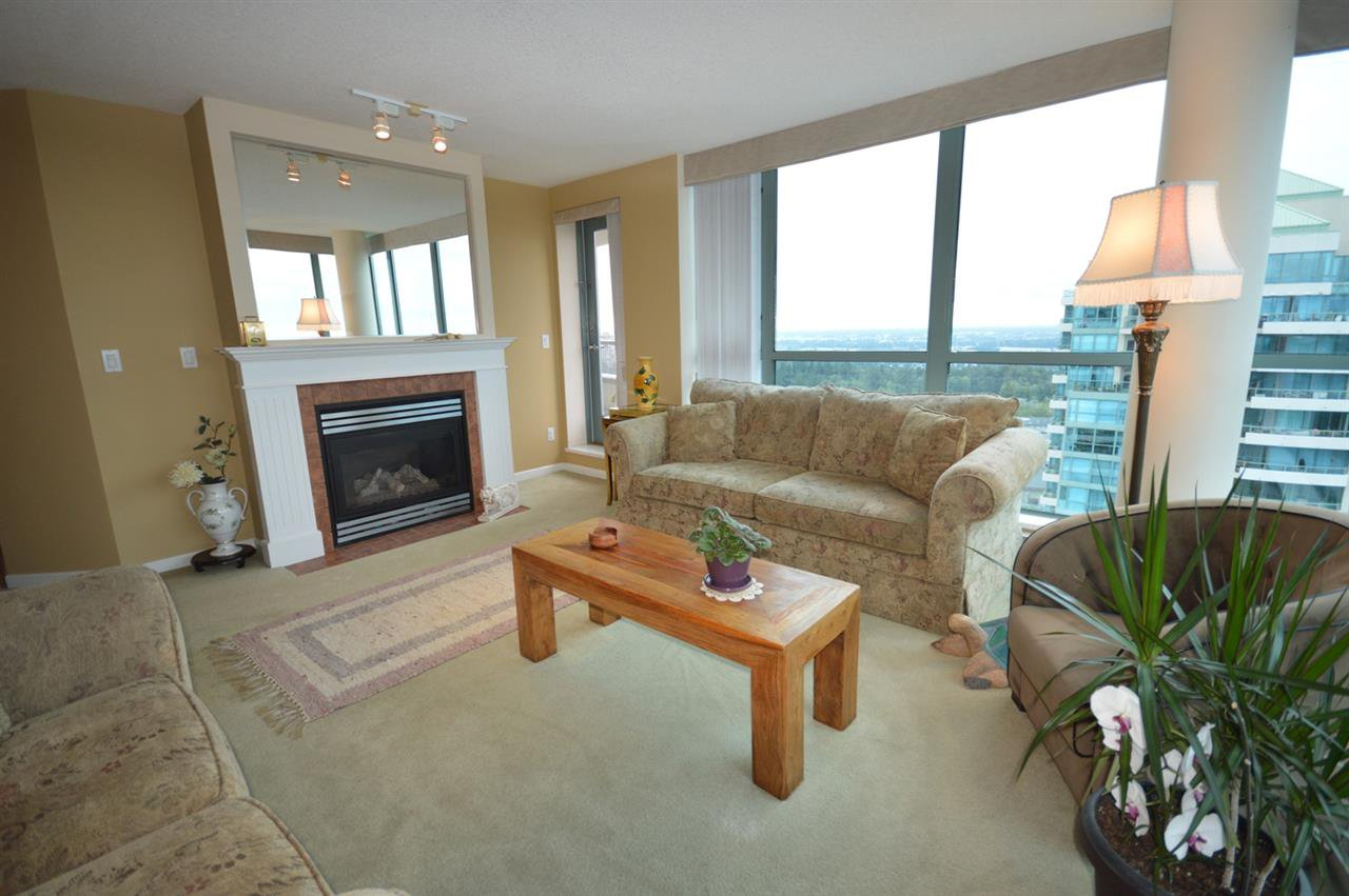 """Photo 11: Photos: 1704 6611 SOUTHOAKS Crescent in Burnaby: Highgate Condo for sale in """"GEMINI 1"""" (Burnaby South)  : MLS®# R2201383"""