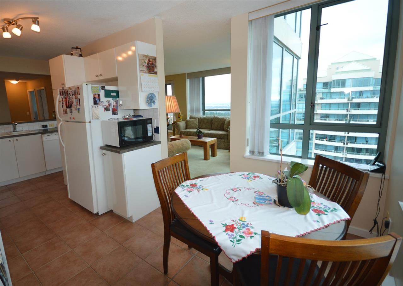 """Photo 4: Photos: 1704 6611 SOUTHOAKS Crescent in Burnaby: Highgate Condo for sale in """"GEMINI 1"""" (Burnaby South)  : MLS®# R2201383"""