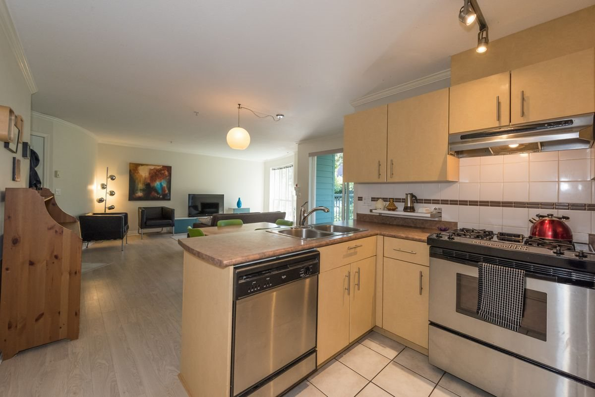 "Photo 3: Photos: 201 1617 GRANT Street in Vancouver: Grandview VE Condo for sale in ""Evergreen Place"" (Vancouver East)  : MLS®# R2204160"