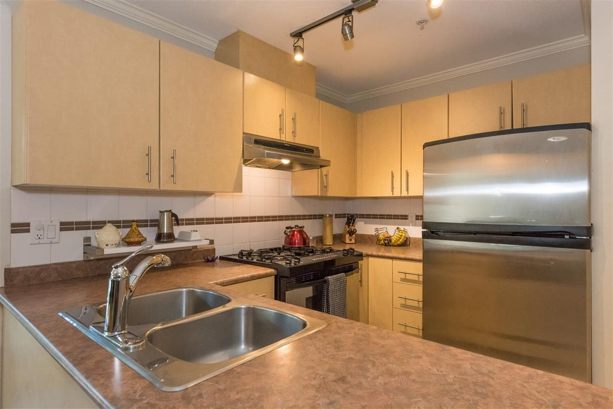 "Photo 8: Photos: 201 1617 GRANT Street in Vancouver: Grandview VE Condo for sale in ""Evergreen Place"" (Vancouver East)  : MLS®# R2204160"