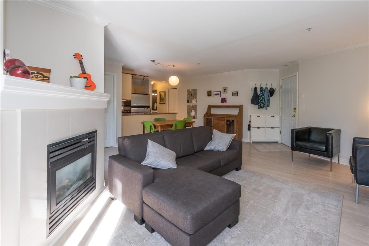 "Photo 6: Photos: 201 1617 GRANT Street in Vancouver: Grandview VE Condo for sale in ""Evergreen Place"" (Vancouver East)  : MLS®# R2204160"