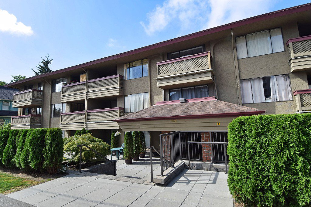 "Main Photo: 103 436 SEVENTH Street in New Westminster: Uptown NW Condo for sale in ""REGENCY COURT"" : MLS®# R2212227"