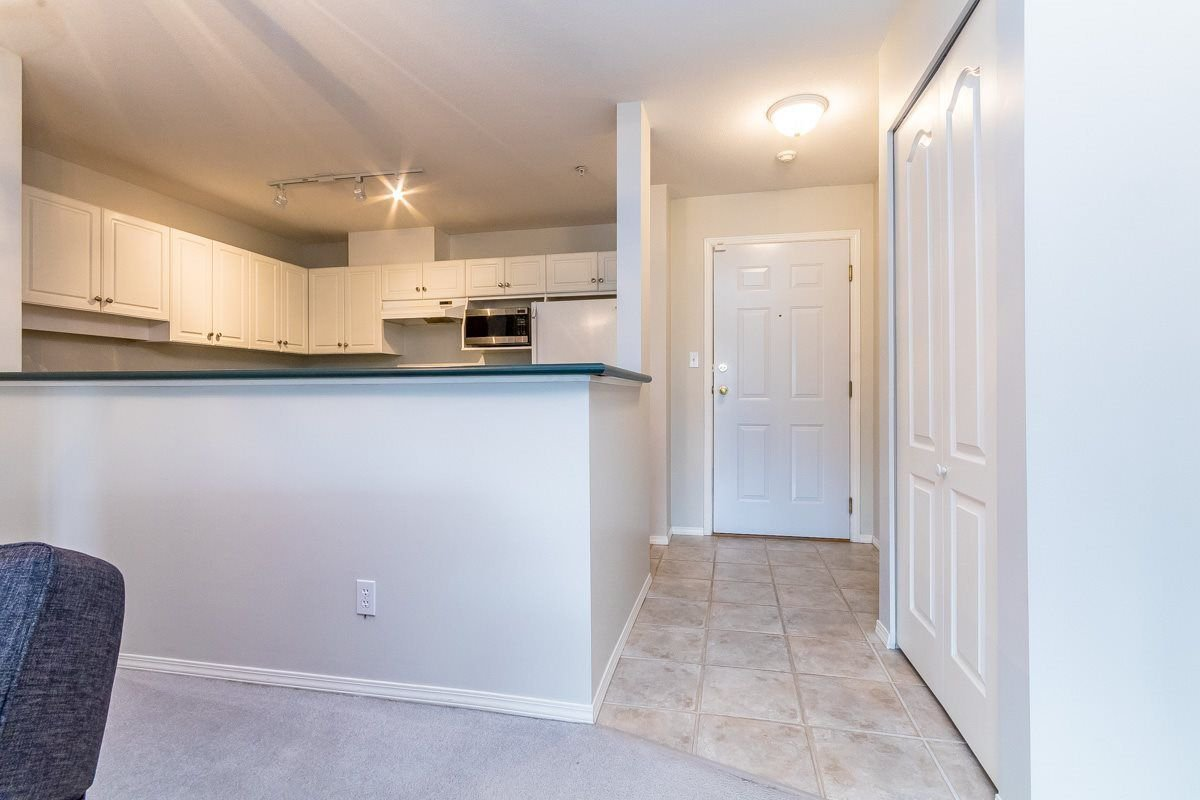 """Photo 3: Photos: 306 33718 KING Road in Abbotsford: Poplar Condo for sale in """"College Park"""" : MLS®# R2221603"""