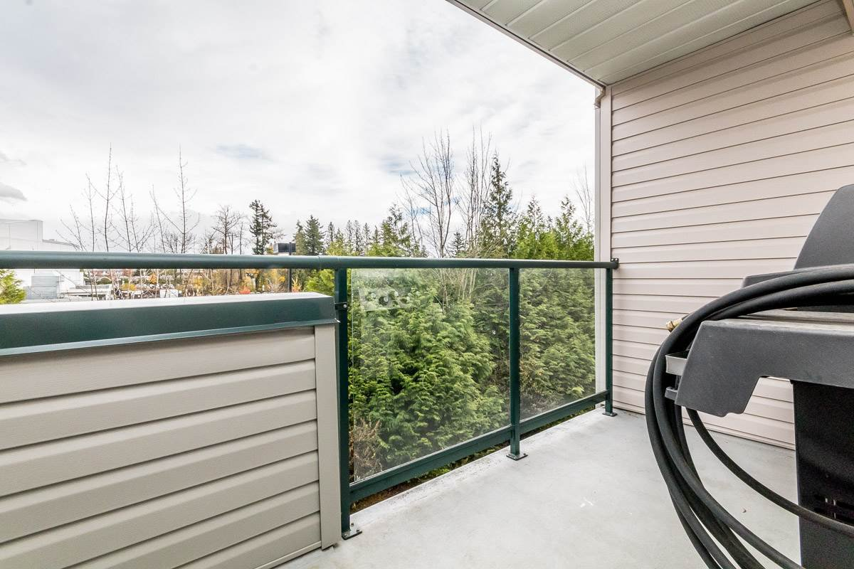 """Photo 15: Photos: 306 33718 KING Road in Abbotsford: Poplar Condo for sale in """"College Park"""" : MLS®# R2221603"""