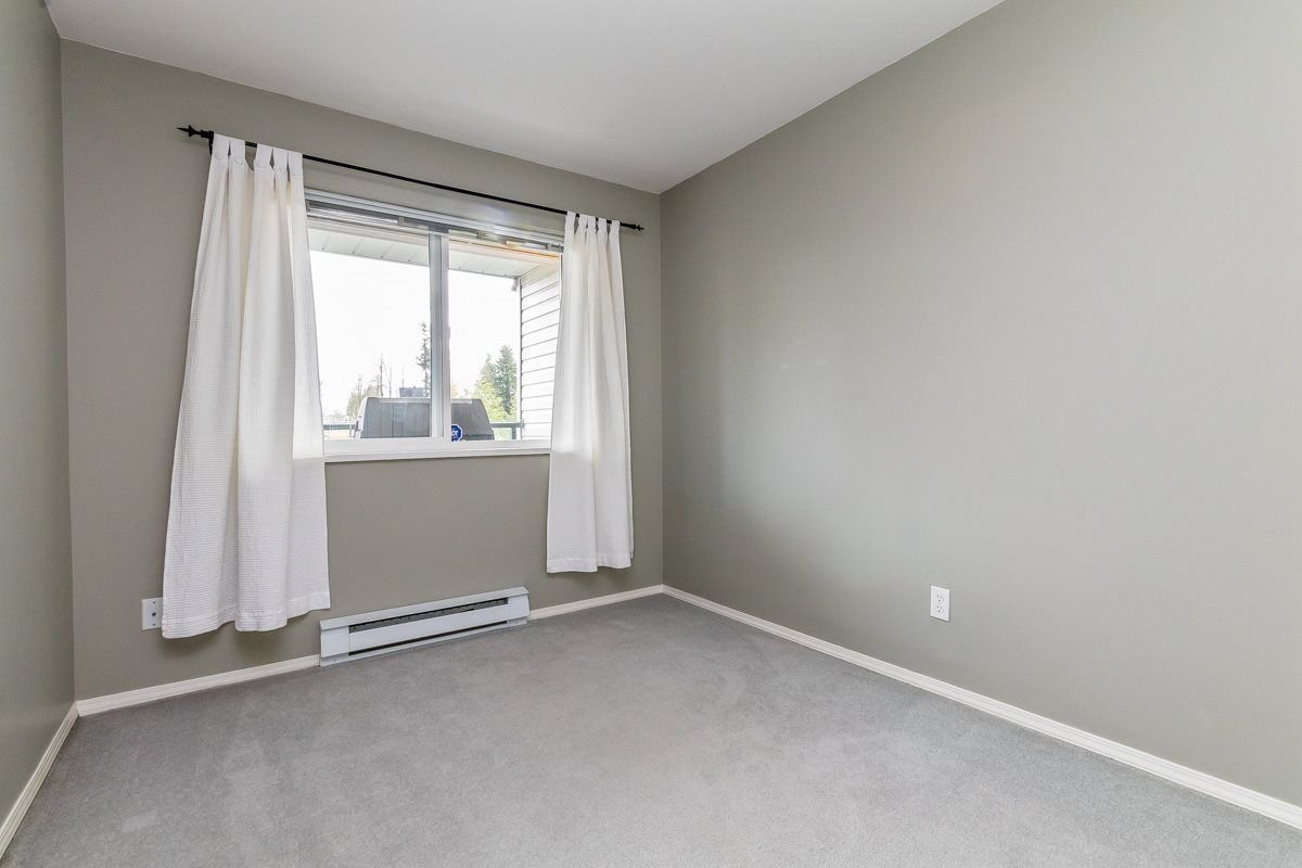 """Photo 13: Photos: 306 33718 KING Road in Abbotsford: Poplar Condo for sale in """"College Park"""" : MLS®# R2221603"""