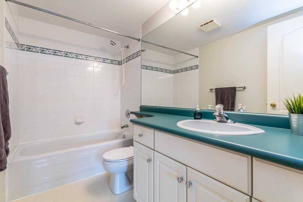 """Photo 12: Photos: 306 33718 KING Road in Abbotsford: Poplar Condo for sale in """"College Park"""" : MLS®# R2221603"""
