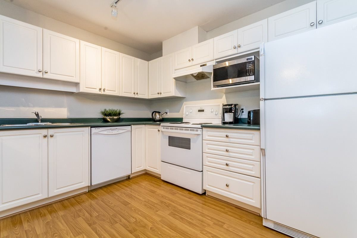 """Photo 7: Photos: 306 33718 KING Road in Abbotsford: Poplar Condo for sale in """"College Park"""" : MLS®# R2221603"""